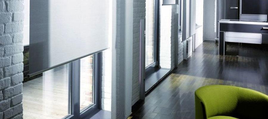 aa4de1ec0a9f1 Vegas Plus. Plus je verze roletky, která se montuje před okenní výklenek  přímo na stěnu, látky, ze kterých jsou roletky vyrobeny, mají hygienický  atest a ...
